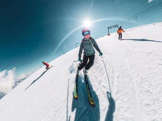 Ski d'été sous le solei des 2 Alpesl